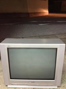 ブラウン管テレビ処分 東京都 荒川区 東日暮里 ブラウン管テレビ回収 不用品処分 不用品回収 不要品処分 不要品回収 廃品回収 単身引っ越し 一人暮らし引越し リサイクル引越し 家電回収 家電処分